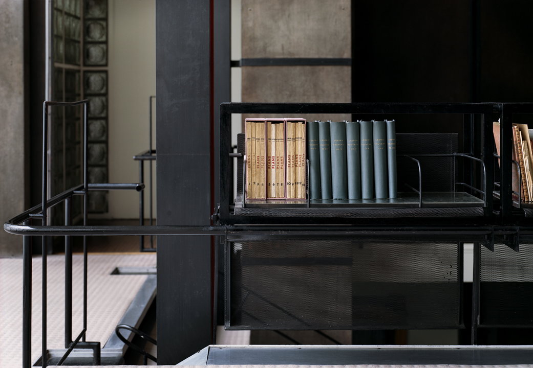 Storefront for art and architecture programming silent for A la maison de verre